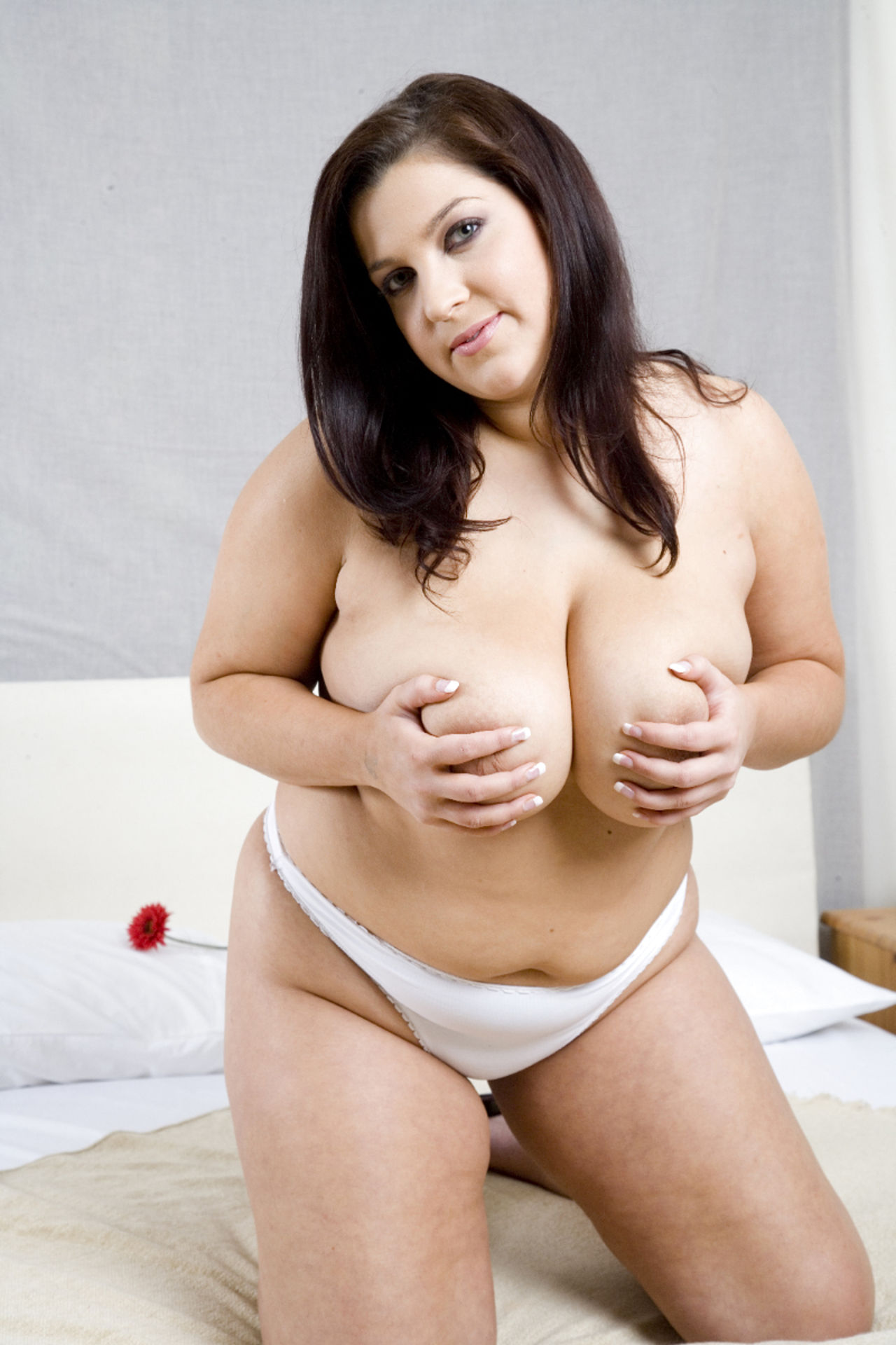 Chubby brunette — photo 6